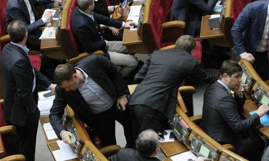 Депутаты голосуют